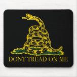 ¡La bandera negra y amarilla de Gadsden, no pisa e Tapete De Ratón