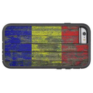 La bandera rumana en la madera áspera sube a funda de iPhone 6 tough xtreme