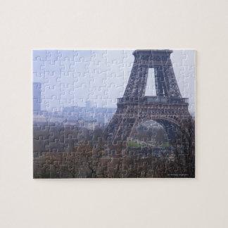 la base de la torre Eiffel y del Montparnasse Puzzle