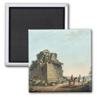La base de una columna colosal cerca de Syracuse,  Imán Cuadrado
