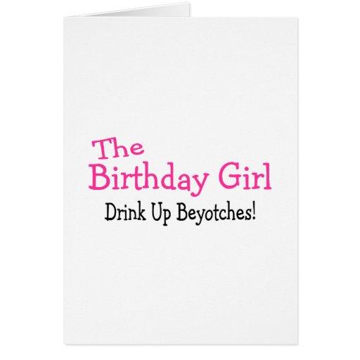 La bebida del chica del cumpleaños encima de Beyot Tarjeta De Felicitación