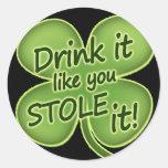 La bebida que tiene gusto de usted lo robó etiqueta redonda
