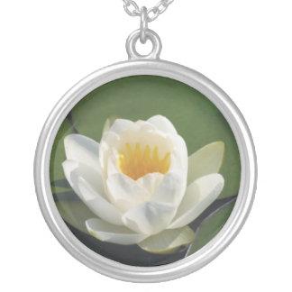 La Belleza de Florecido Completamente Round Pendant Necklace