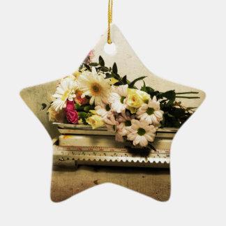 La belleza de flores adorno navideño de cerámica en forma de estrella