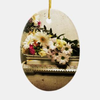 La belleza de flores adorno navideño ovalado de cerámica