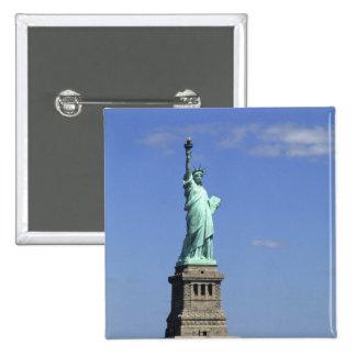 La belleza de la estatua de la libertad famosa enc pin cuadrada 5 cm