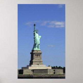 La belleza de la estatua de la libertad famosa enc póster