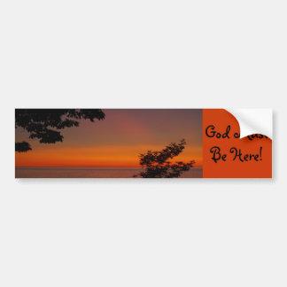 ¡la belleza de la puesta del sol, dios debe estar  etiqueta de parachoque