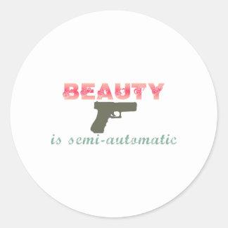 La belleza es semiautomática pegatina redonda