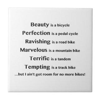 La belleza es una bicicleta azulejo cuadrado pequeño