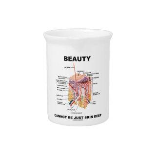 La belleza no puede ser apenas epidérmica (las jarras de beber
