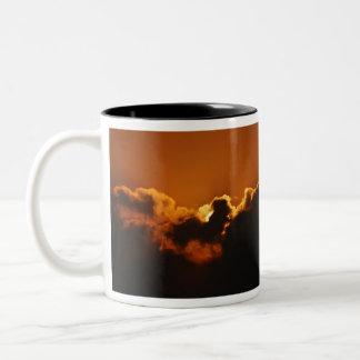 La bendición de dios en la puesta del sol taza