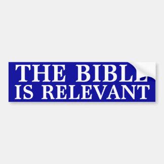 La biblia es relevante pegatina para auto