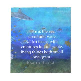 La biblia temática de la naturaleza versifica sobr blocs de papel