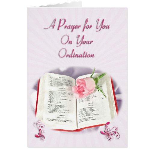La biblia y el rezo color de rosa para la tarjeta de felicitación