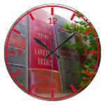 La biblioteca céntrica de Kansas City reserva el p Relojes De Pared