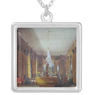 La biblioteca de la reina, Frogmore Collar Plateado
