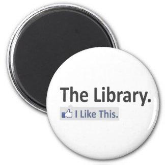 La biblioteca… tengo gusto de esto imán redondo 5 cm