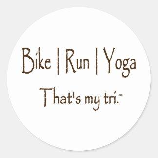 La bici el corre la yoga del etiqueta redonda