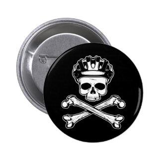 La bici o muere - bici y bandera pirata pin redondo de 2 pulgadas