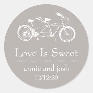 La bicicleta para el amor dos es etiquetas dulces pegatina redonda