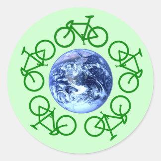 La bicicleta recicla productos pegatina
