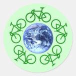 La bicicleta recicla productos pegatina redonda