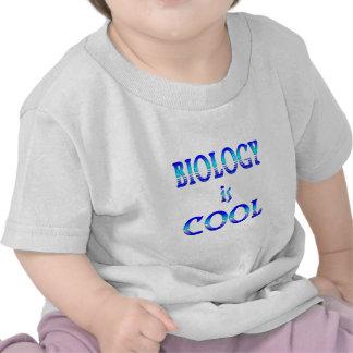 La biología es fresca camisetas