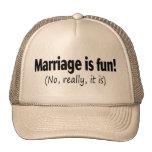 La boda es diversión ninguna él está realmente gorros bordados