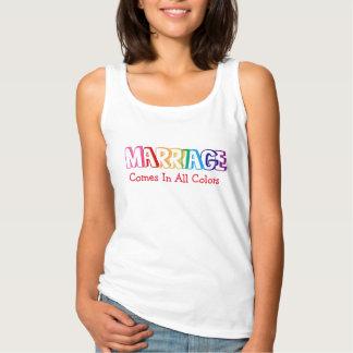 La boda viene en toda la cita de los colores camiseta de tirantes básica