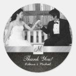 La bodas de plata negra moderna del damasco y le etiquetas redondas