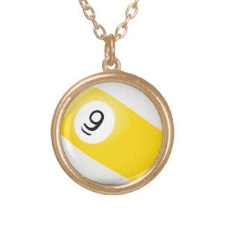 la bola 9 es el juego de la piscina de los billare collar dorado