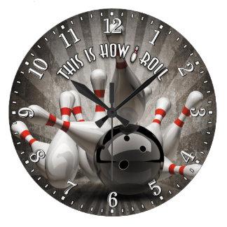 La bola de bolos fija el reloj de pared de la