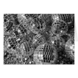La bola de discoteca adorna la tarjeta de Navidad