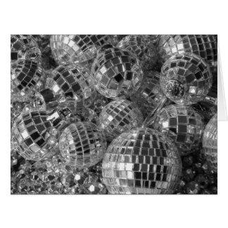 La bola de discoteca adorna la tarjeta del día de