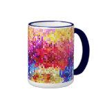 La bola de discoteca retra colorida refleja el mod tazas de café
