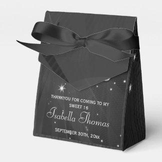 La bola de discoteca y los talones negros y de caja para regalos