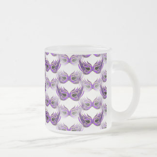 La bola de mascarada púrpura bonita enmascara taza de cristal