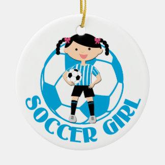 La bola del chica 2 del fútbol azul y el blanco adorno navideño redondo de cerámica