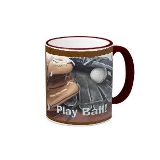 La bola del juego se divierte la taza