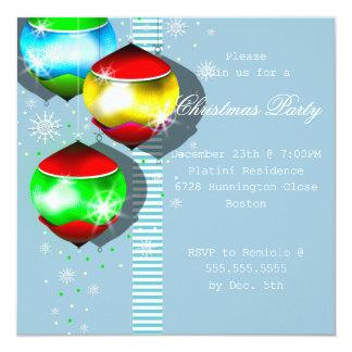 La bola del navidad enciende la invitación de la