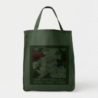 La bolsa de asas abierta de las flores