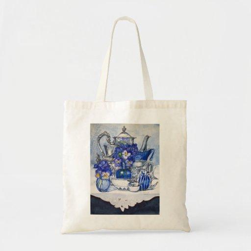 La bolsa de asas azul y de plata
