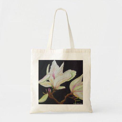 La bolsa de asas blanca de la magnolia