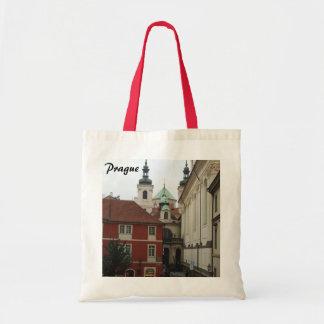 La bolsa de asas blanca roja de Praga