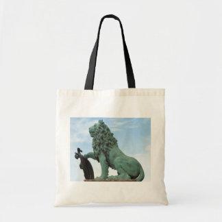 La bolsa de asas con la estatua del león