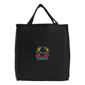 La bolsa de asas de la novia bordada con los rosas