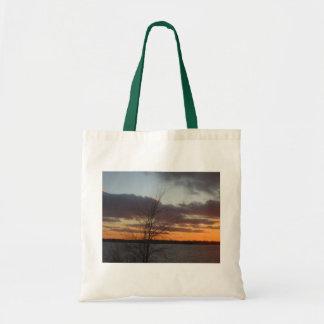 La bolsa de asas de la puesta del sol del lago