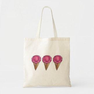 La bolsa de asas de los conos de helado de fresa