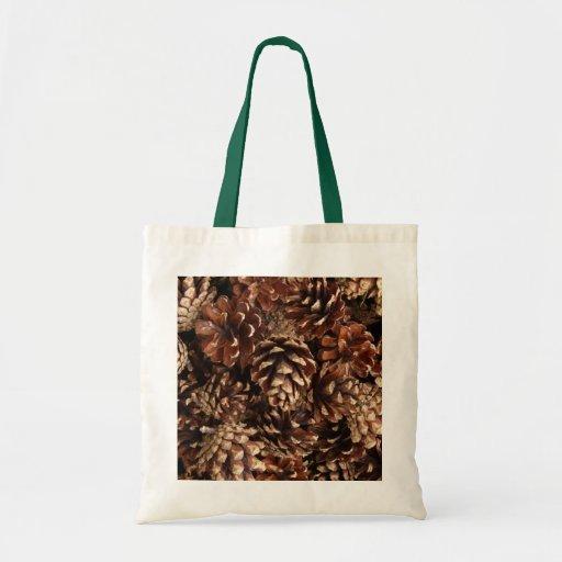 La bolsa de asas de los conos del pino